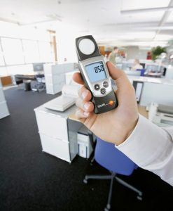testo-540-pocket-Lux-meter-light-intensity-workplace-3_pdpz